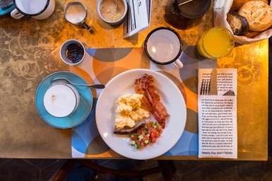 Frühstück im NENI Hamburg