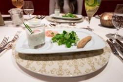 Schnittlauchmousse mit Einkornstangerl und Radieschensalat