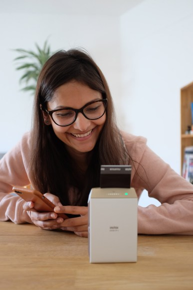 fujifilm-smartphone-printer-instax-share-sp-2-worldtravlr-net-3