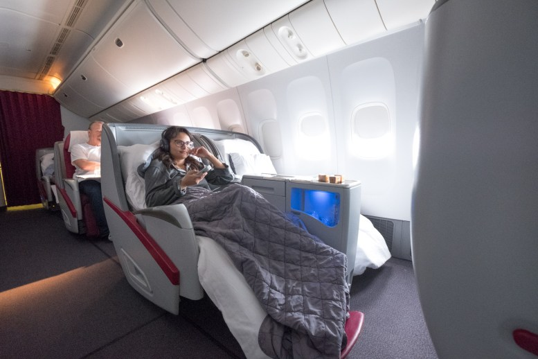 Qatar Airways Business Class - Boeing 777-200LR - Doha - Auckland