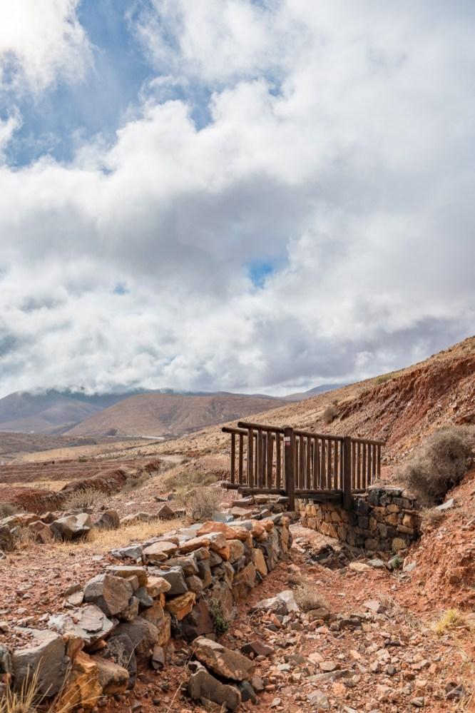 Holzbrücke - beliebtes Fotomotiv auf der Wanderung