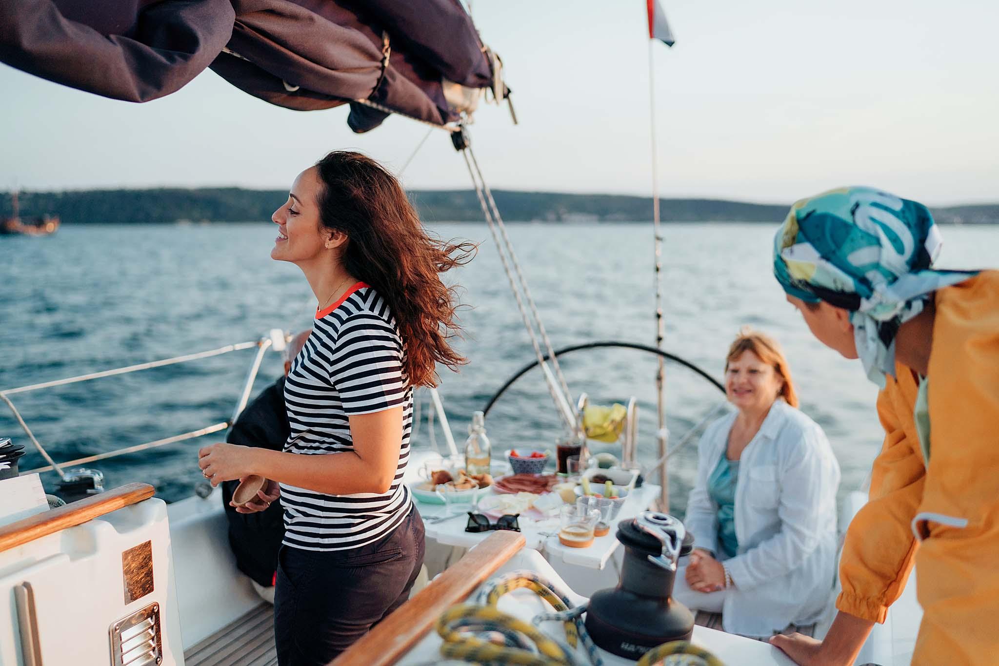 разходка с лодка, фотосесия на лодка, Варна, фотосесия Варна, фотограф Варна, семеен фотограф, сватбен фотограф