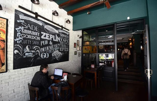 theguideistanbul - zeplin pub kadıköy