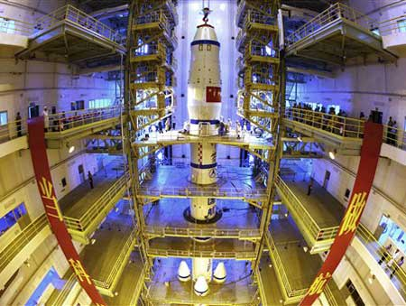 China plans future manned missions maybe even to the Moon shorties