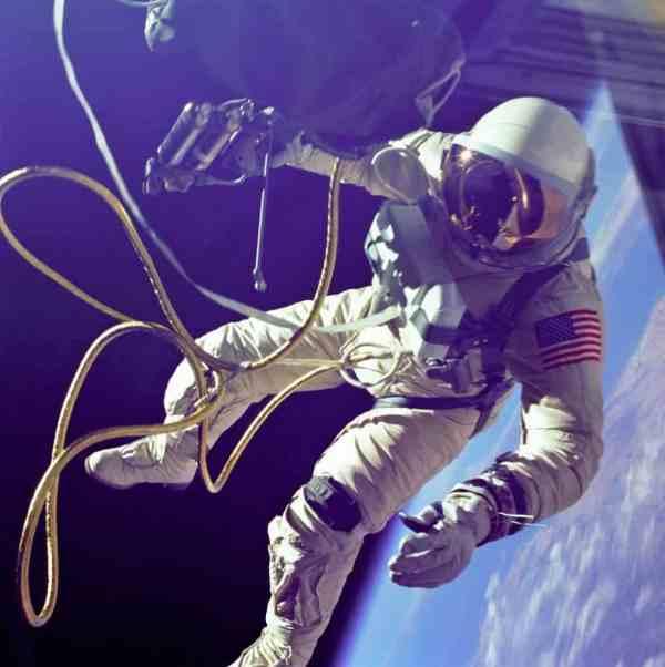 Spacewalking in the 60's: Edward White's EVA mission.