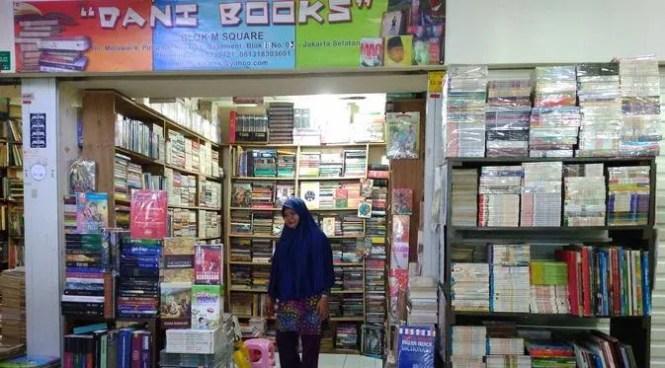 Suasana kios buku di mal Blok M Square (Liputan6.com/ Rezki Apriliya Iskandar)