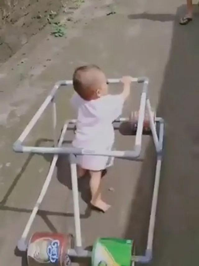 Pipa Di Buat seorang Pria Untuk Anaknya menjadi Baby Walker