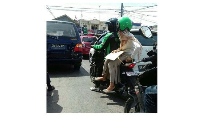 Emak pakai helm (Sumber: Instagram/dramaojol_id)