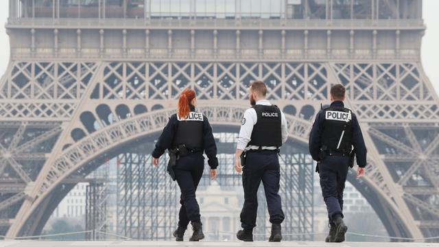 Cegah Kerumunan Massa di Malam Tahun Baru, 100.000 Polisi Prancis Bakal  Patroli - Global Liputan6.com