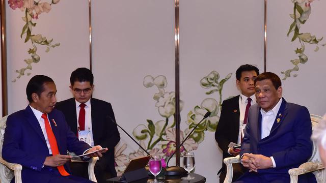 Presiden Jokowi saat bertemu Presiden Filipina Rodrigo R Duterte di Hotel Athenee Thailand, Sabtu 22 Juni 2019 malam. (Biro Pers Istana)