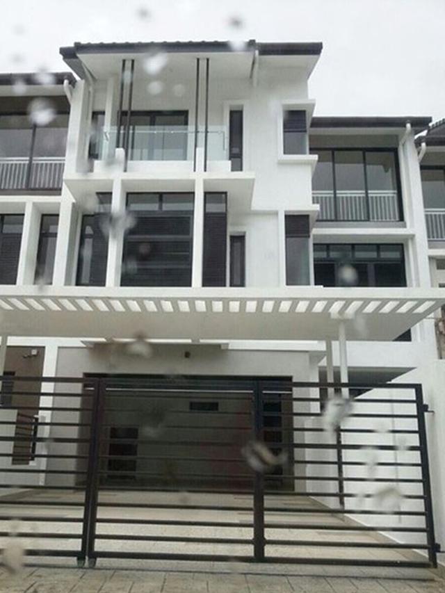 6 Potret Rumah Mewah BCL dan Ashraf di Malaysia, Nuansa Modern Hitam Putih