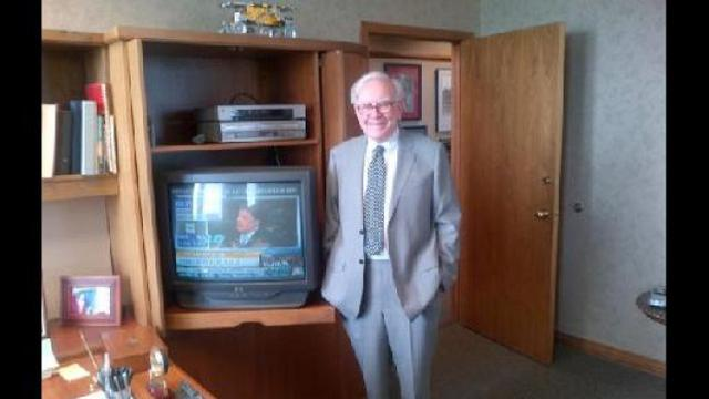 [Bintang] Mengintip 5 Kebiasaan Warren Buffet Selepas Kerja