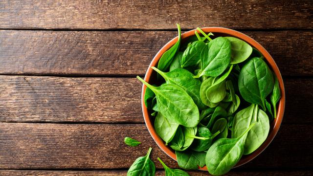 Ingin Tingkatkan Kualitas Sperma Konsumsi Makanan Ini Bayam By (Nesavinov/Shutterstock)