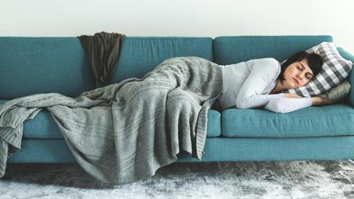 Hasil gambar untuk Tidur Menyamping