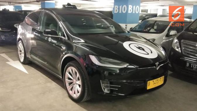 Blue Bird menggunakan mobil listrik BYD dan Tesla untuk menggantikan armada taksi konvensionalnya. (Septian P/Liputan6.com)