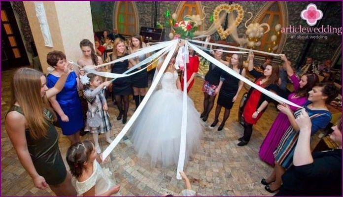 Resultado de imagen para ramo de novia jugando a cortar listones