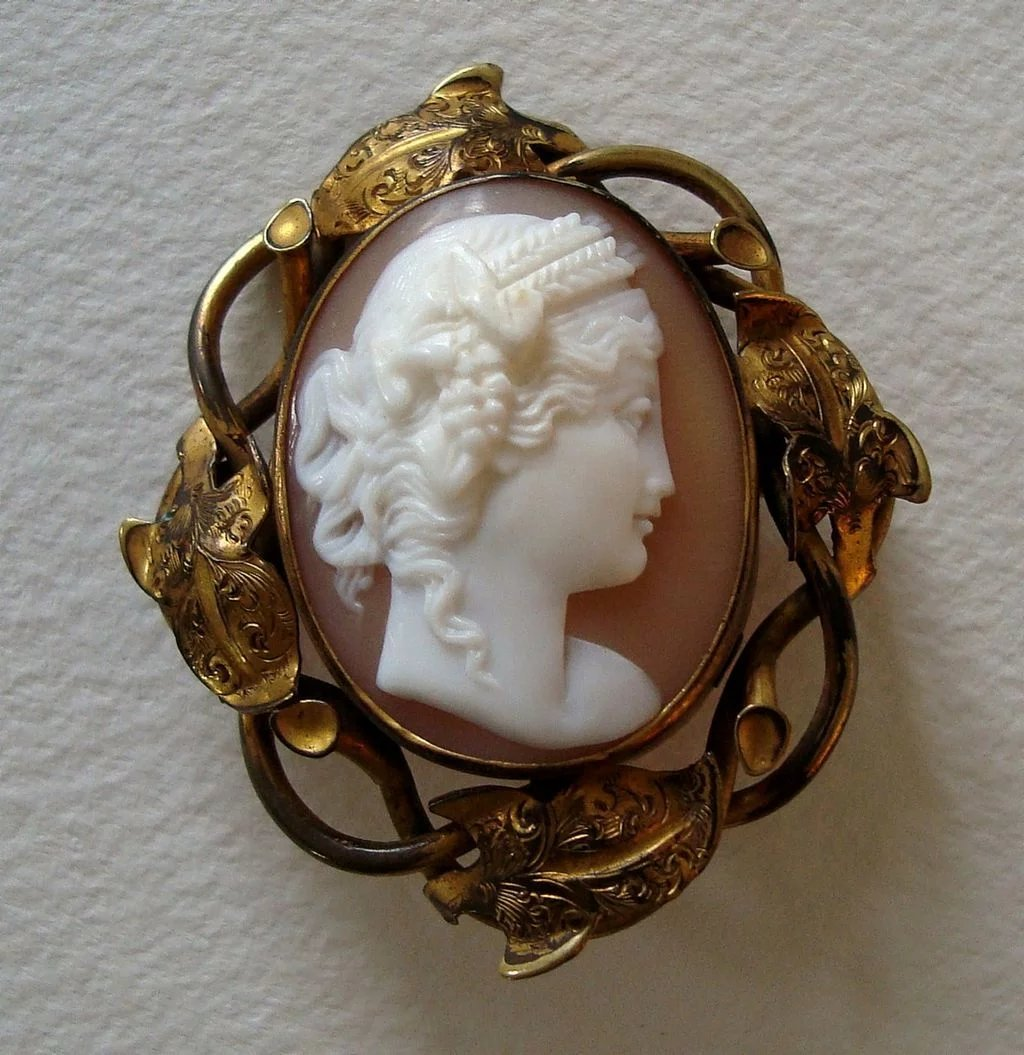 Victorian High Relief Carved Shell Cameo Brooch Goddess