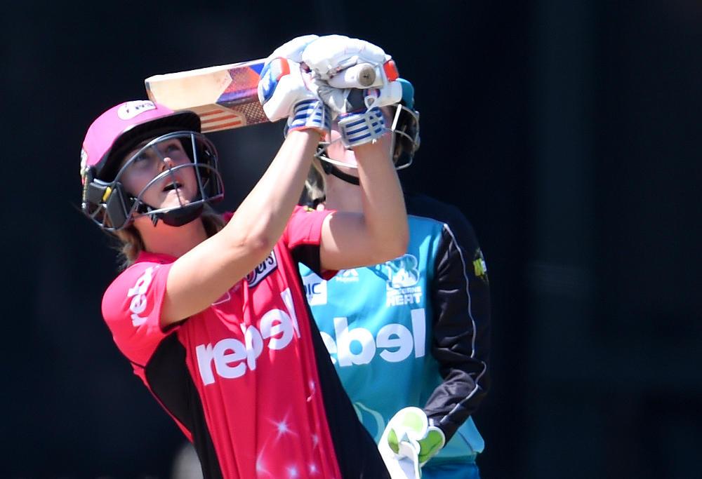 Ellyse Perry batting Sydney Sixers