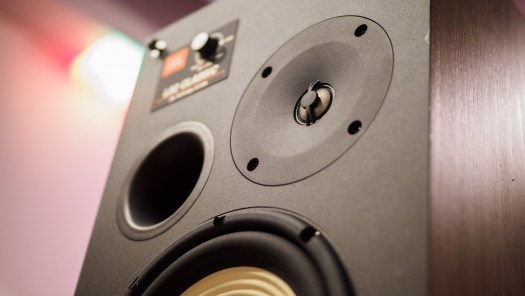 These retro speakers offer modern acoustics 3