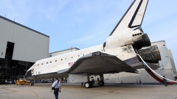 Space Shuttle Discovery to be strapped to a 747 and flown