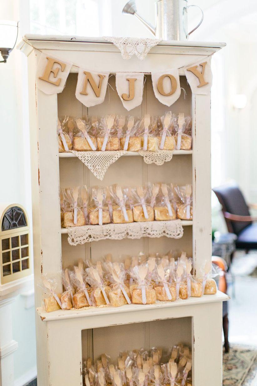 10 creative wedding favor display ideas