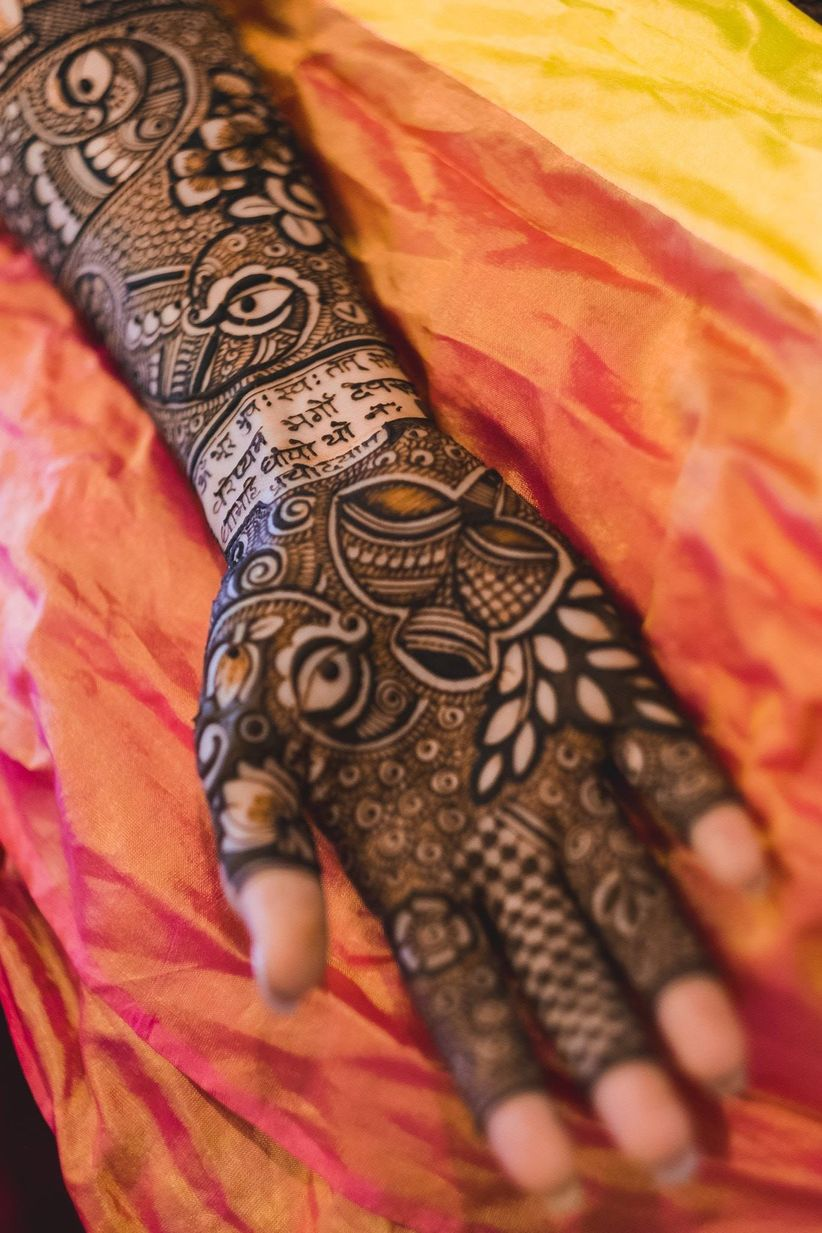 12 Quirky Dulhan Mehndi Designs That Will Guarantee Head Turns On Your Wedding Day