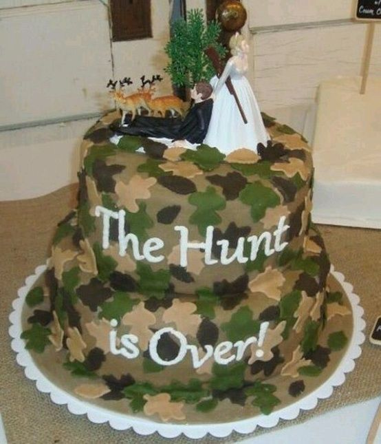 10 Countriest Wedding Cakes You ll Ever See   Wide Open Country Hunt is Over Wedding Cake