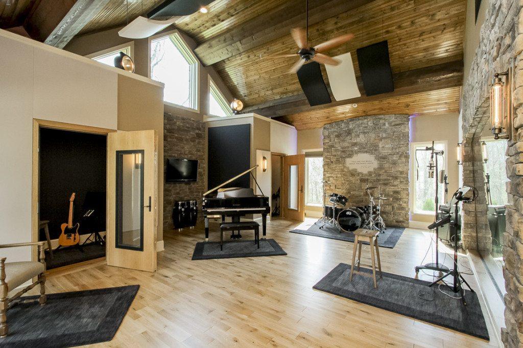 Step Inside Gretchen Wilson S Stunning Recording Studio