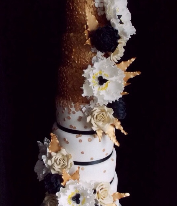 Unconventionally Beautiful   Black and Gold Wedding Cakes     Black White   Gold Glamourously Floral