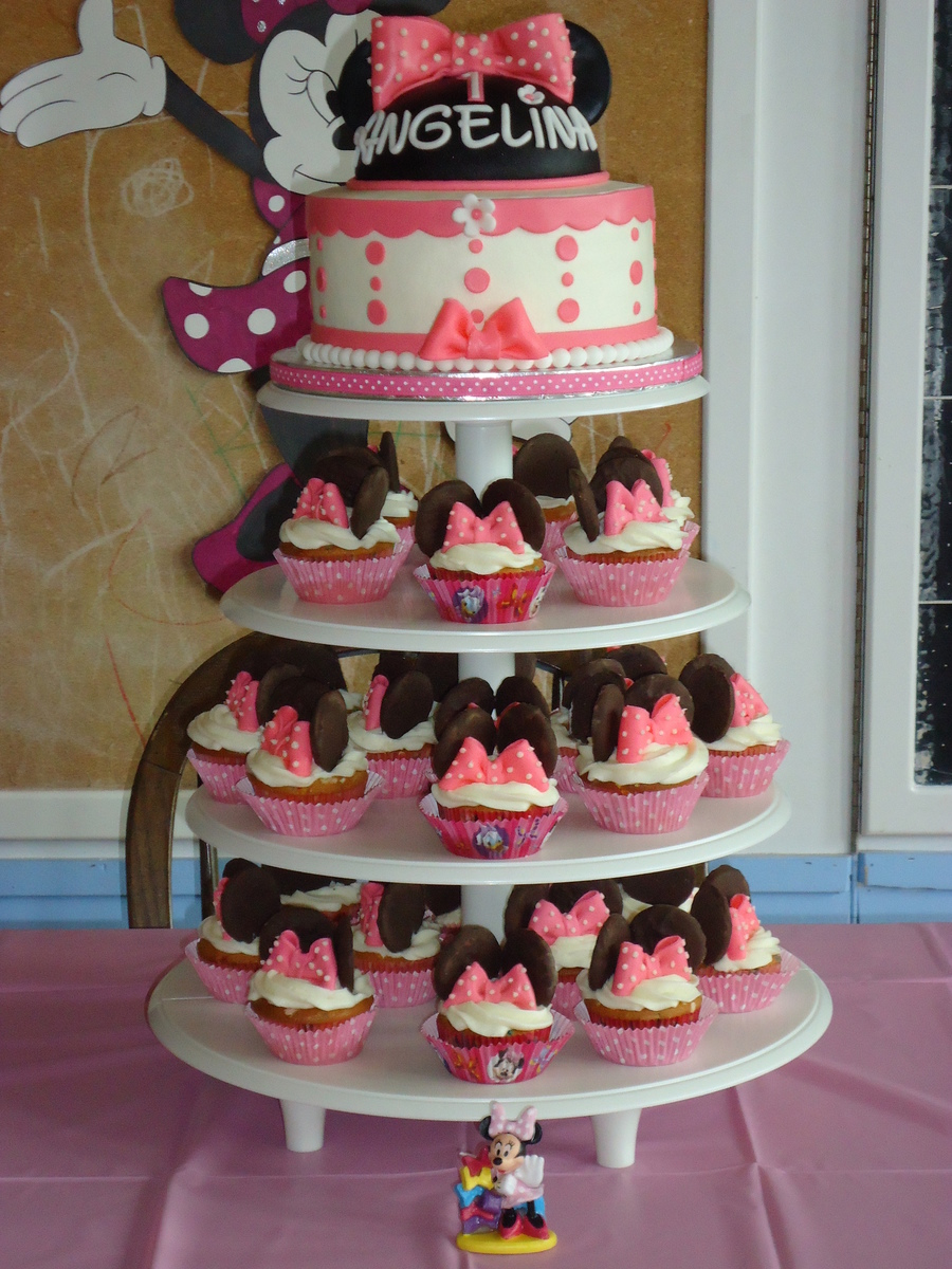 Minnie Mouse Cake And Cupcake Tower Cakecentral Com