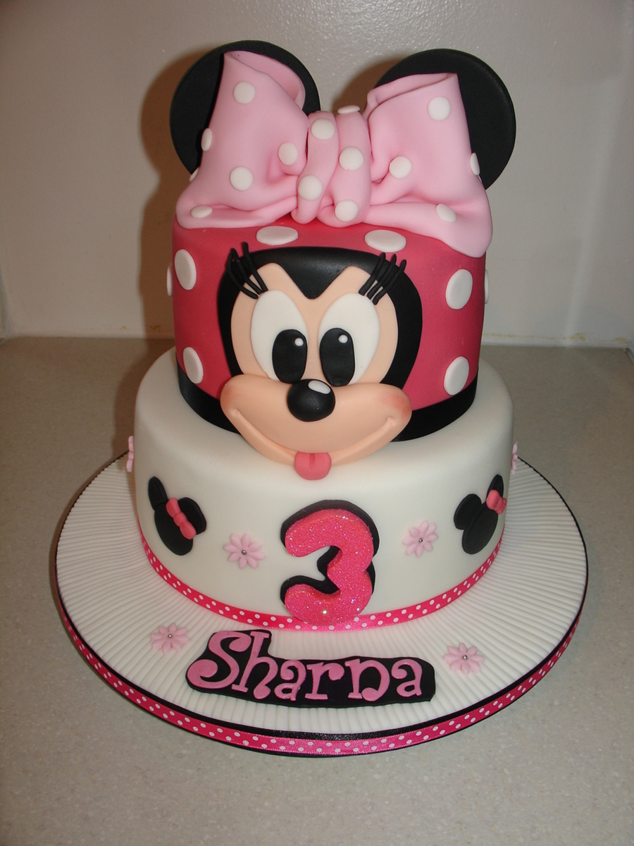 Minnie Mouse Fondant Cake And Cupcakes Cakecentral Com