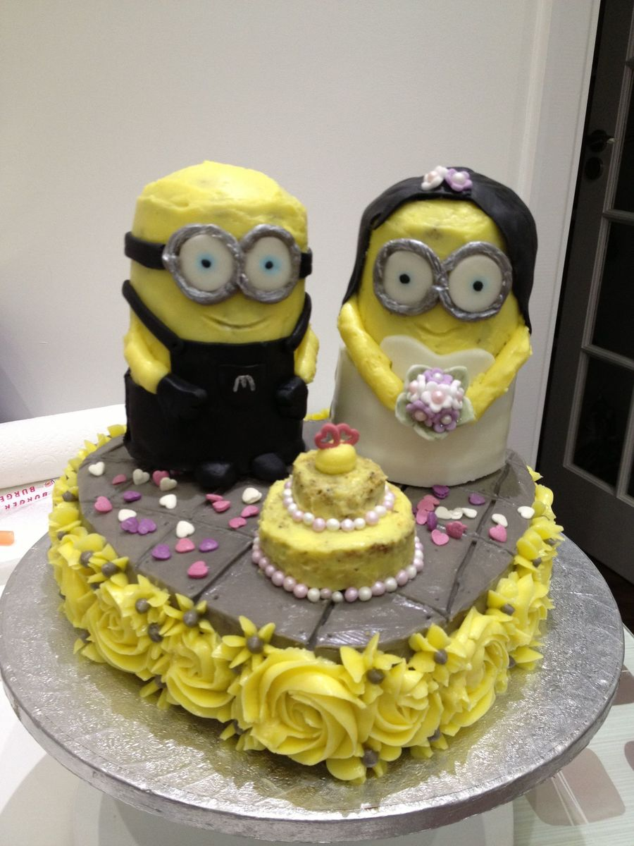 A Minion Wedding Cake For Two Despicable Me Fans   CakeCentral com A Minion Wedding Cake For Two Despicable Me Fans on Cake Central