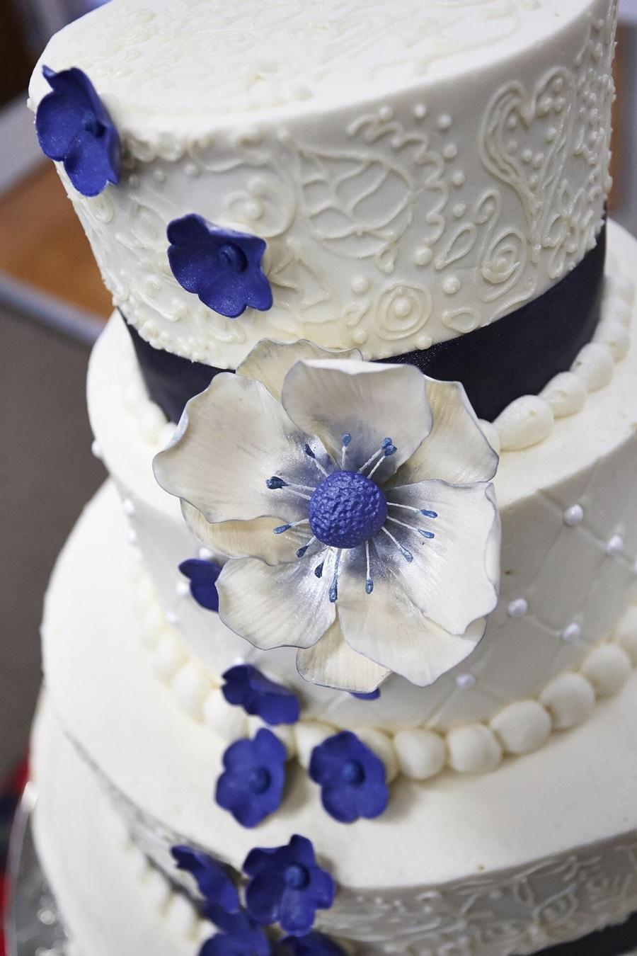 Wedding Cake Gum Paste Flower Closeup Cakecentral Com