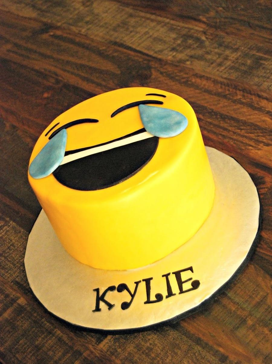 Emoji Cake Amp Cupcakes