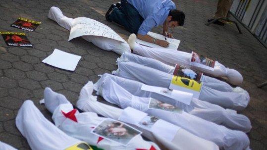 Restos de personas fallecidas durante los ataques químicos en Damasco