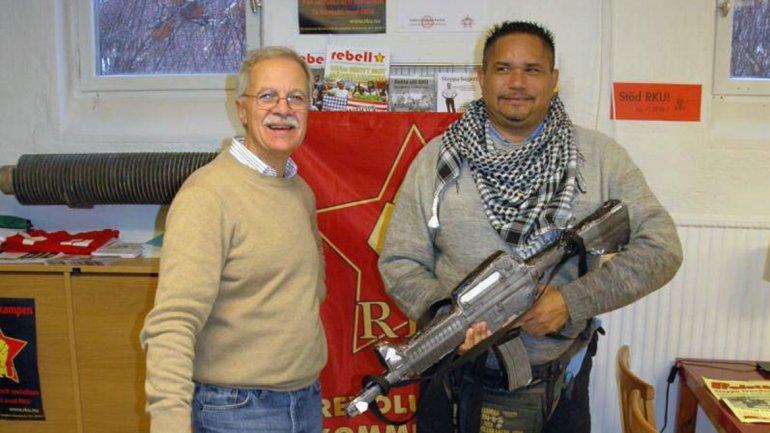 Alberto El Chino Carías. Aquí, sosteniendo una ametralladora