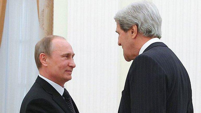 El secretario de Estado de los EEUU, John Kerry, y el presidente de Rusia, Vladimir Putin, durante una reunión en Moscú en mayo de 2013