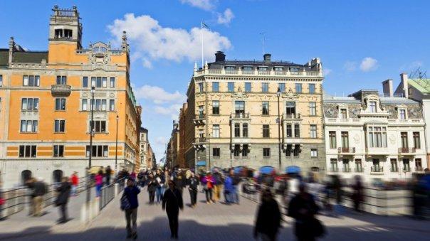 La gran mayoría de las personas que viven en Estocolmo pagan sus consumos con tarjetas de crédito y débito o apps.