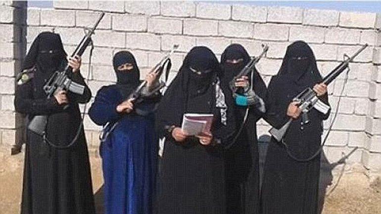 Al Khansaa es una brigada femenina de ISIS cuyo objetivo es hacer cumplir la estricta ley de la sharia que impone el grupo terrorista