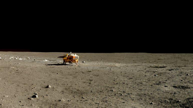 El vehículo Yutu fotografió a la sonda china Change 3 en la Luna el 13 de enero de 2014