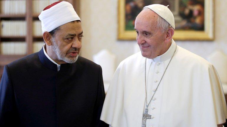 Elpapa Franciscorecibió al imánAhmed al Tayeb