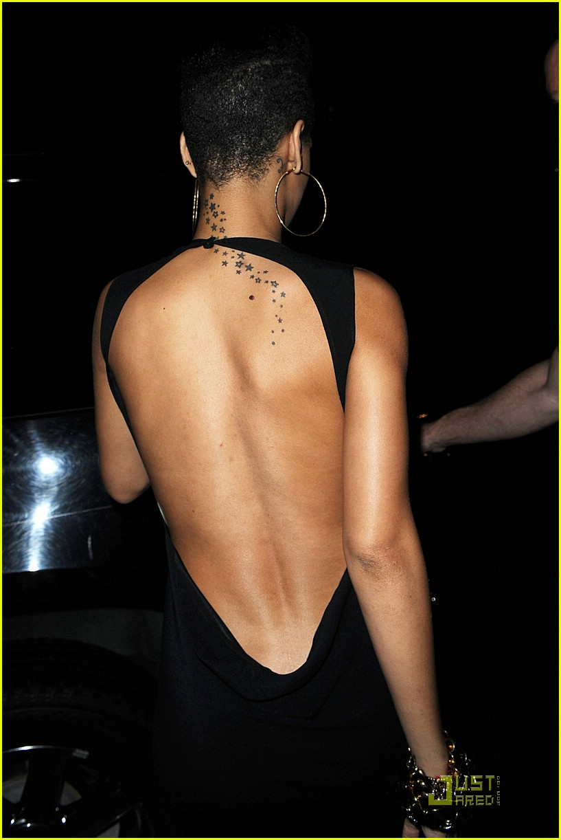Rihanna Is A Backless Dress Babe Photo 2088672 Rihanna