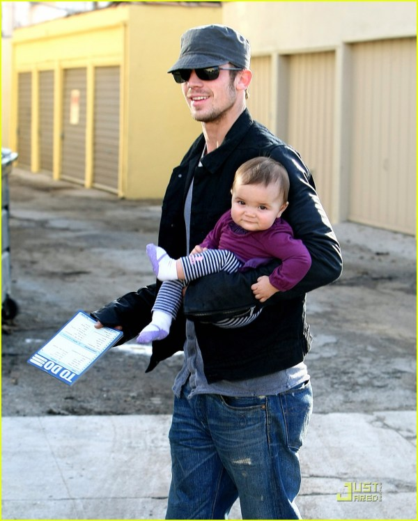 Cam Gigandet Everleigh Smiles Sweetly Photo 2402538