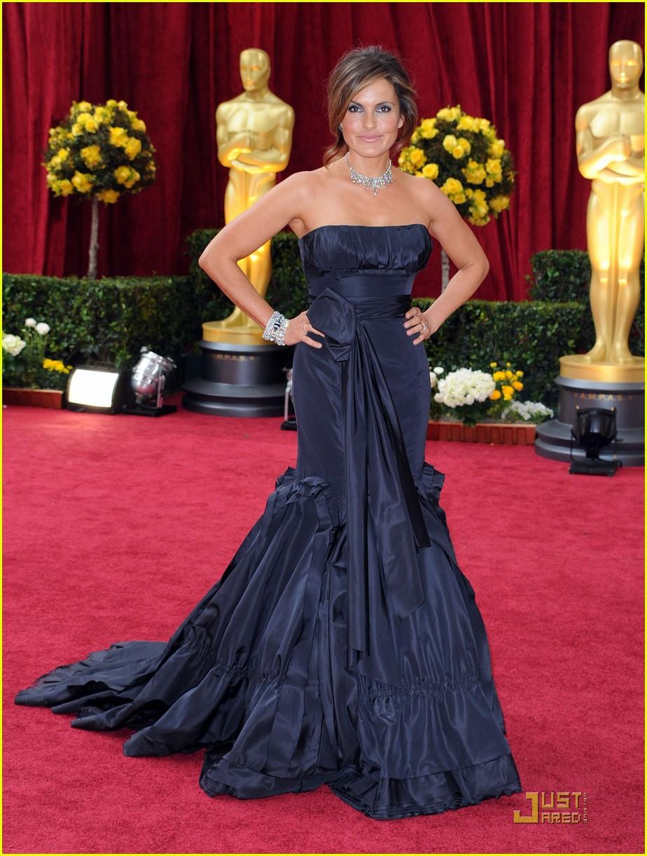 Mariska Hargitay Oscars 2010 Red Carpet Photo 2432673
