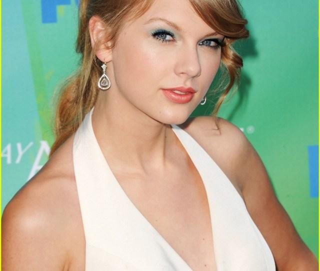 Taylor Swift Teen Choice Awards  Red Carpet