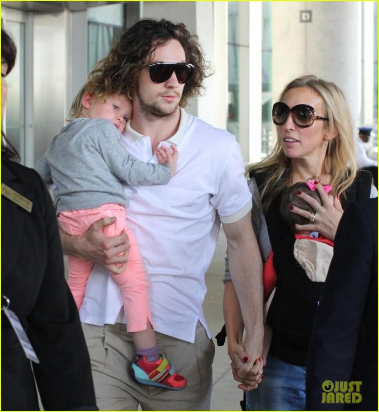 Aaron Taylor-Johnson: Airport with Sam, Wylda, & Romy ...