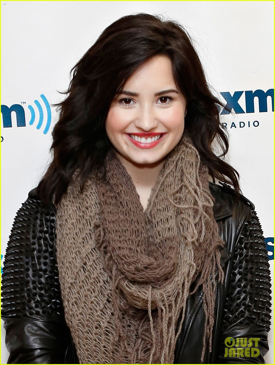 Demi Lovato Flies To Barbados After SiriusXM Visit Photo