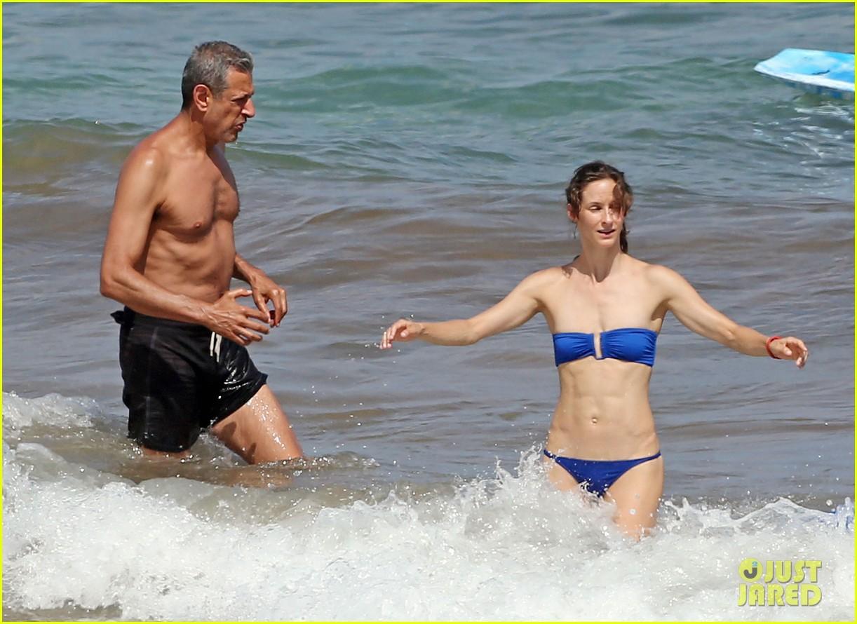 Jeff Goldblum & Fiancee Emilie Livingston Can't Keep Their