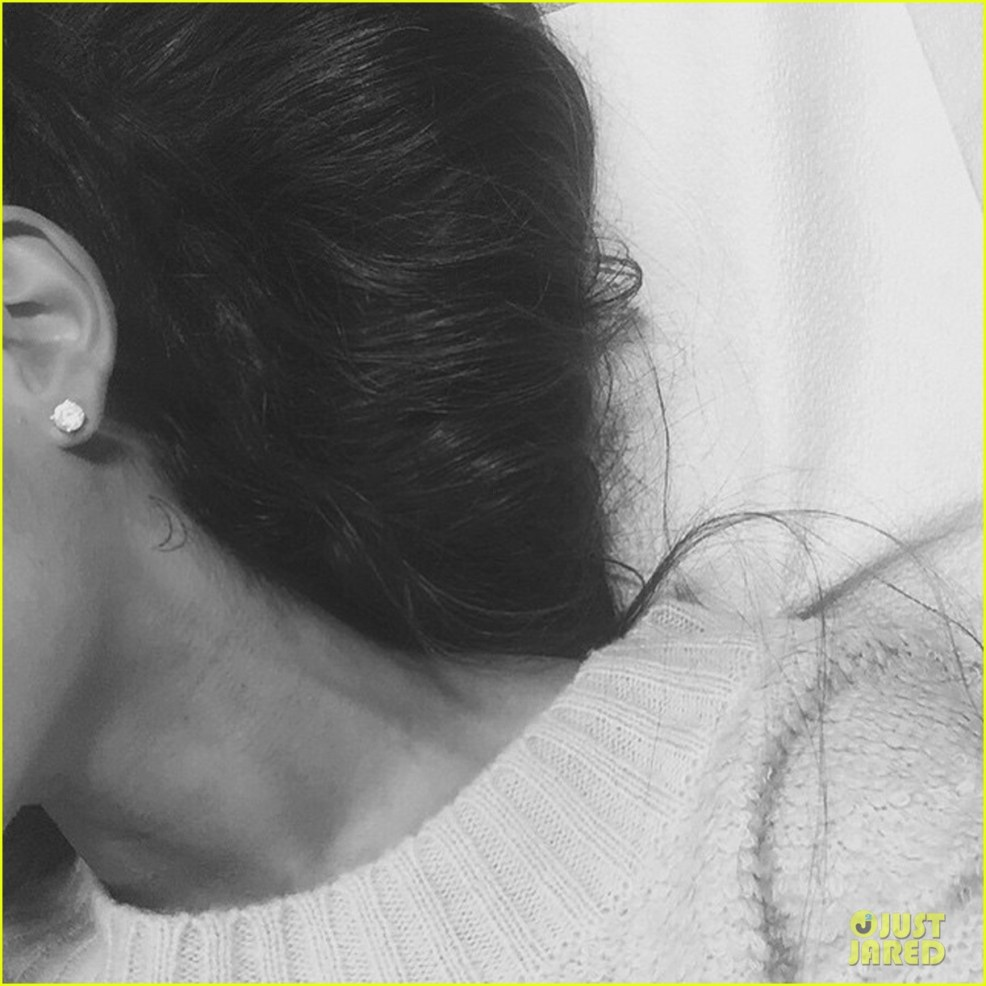 Ariana Grande Gets New Moon Tattoo On Her Neck See Pic Photo
