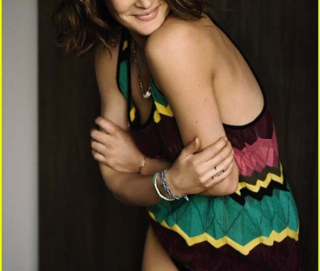 Cobie Smulders Goes Topless Bares Amazing Post Baby Body